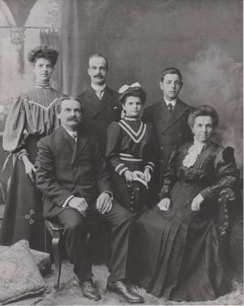 Fred & Fannie Barrett & Family 001